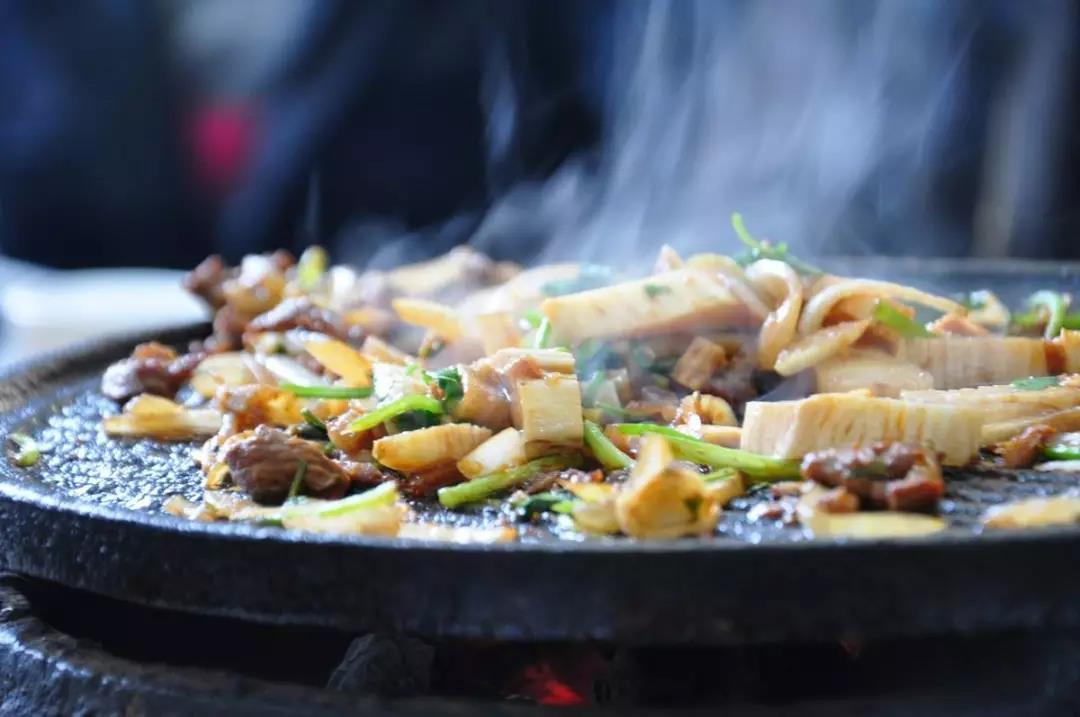 1982年北京人是這么吃烤肉的,真香呀!